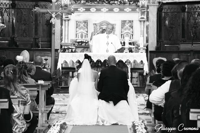Sposi-davanti-altare