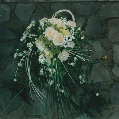 bouquet a cascata con rose