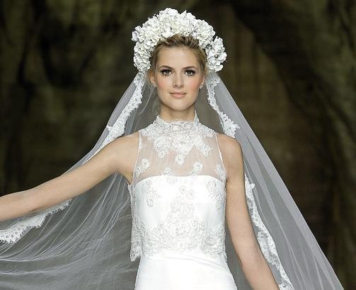Coroncine di fiori e veli per la sposa botticelliana 0f78ede4f7d7