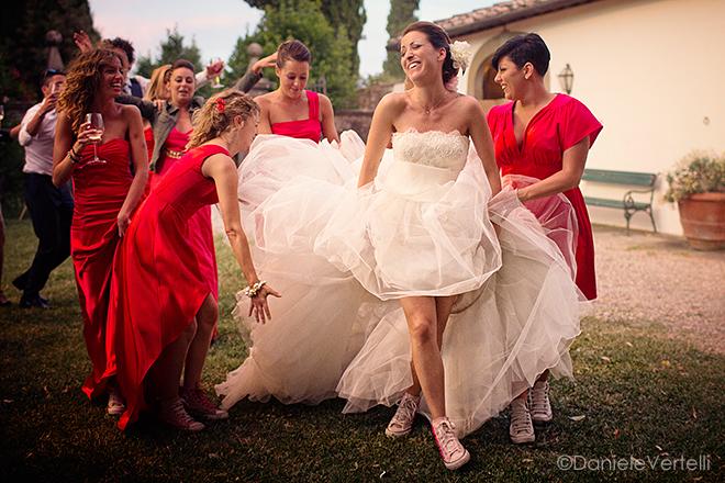 damigelle vestite di rosso