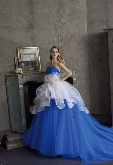 ... in Toscana Labito da sposa colorato per la sposa che ama osare
