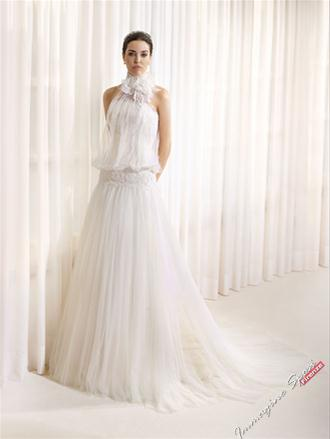 e0915fee67bb abito da sposa scollo all americana