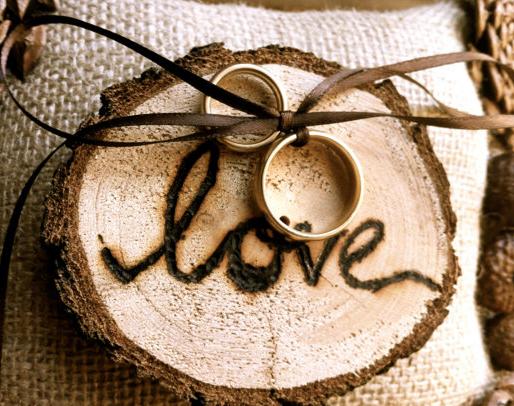Nozze Ganze Tutto Per Sposarsi In Toscana Ecco Come Avere Un Cuscino Portafedi Originale