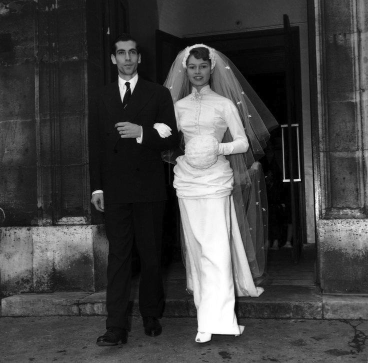 70864 Mariage de Brigitte bardot et de Roger Vadim a l eglise de Passy 20 decembre 1952