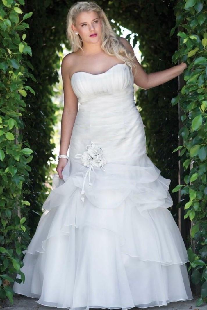 ... Ganze, tutto per sposarsi in Toscana Abiti da sposa per taglie forti