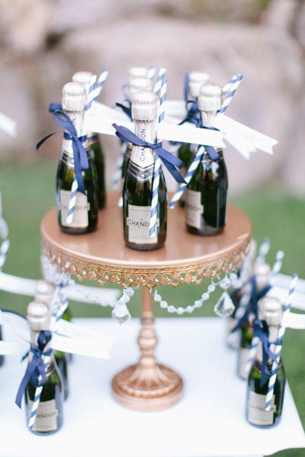 mini-bottiglie-di-champagne-15-idee-per-bomboniere-enogastronomiche