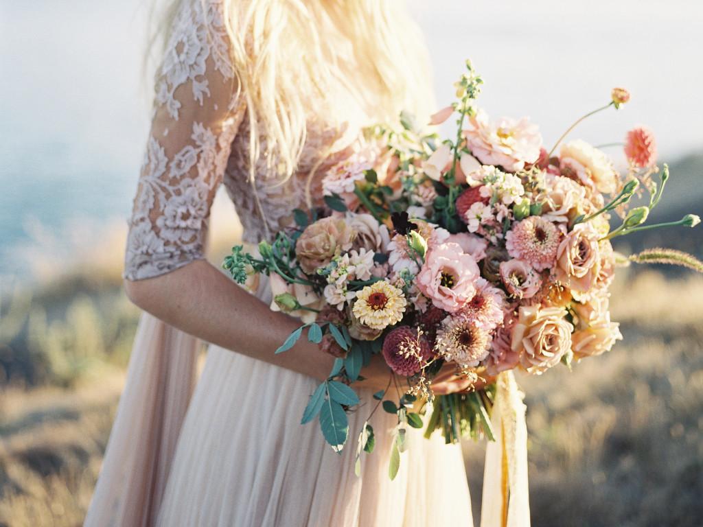 wide-bouquet-voluminoso-stile-matrimonio