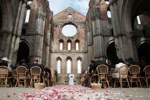 Matrimonio Civile All Aperto Toscana : Nozze ganze tutto per sposarsi in toscana abbazia di san