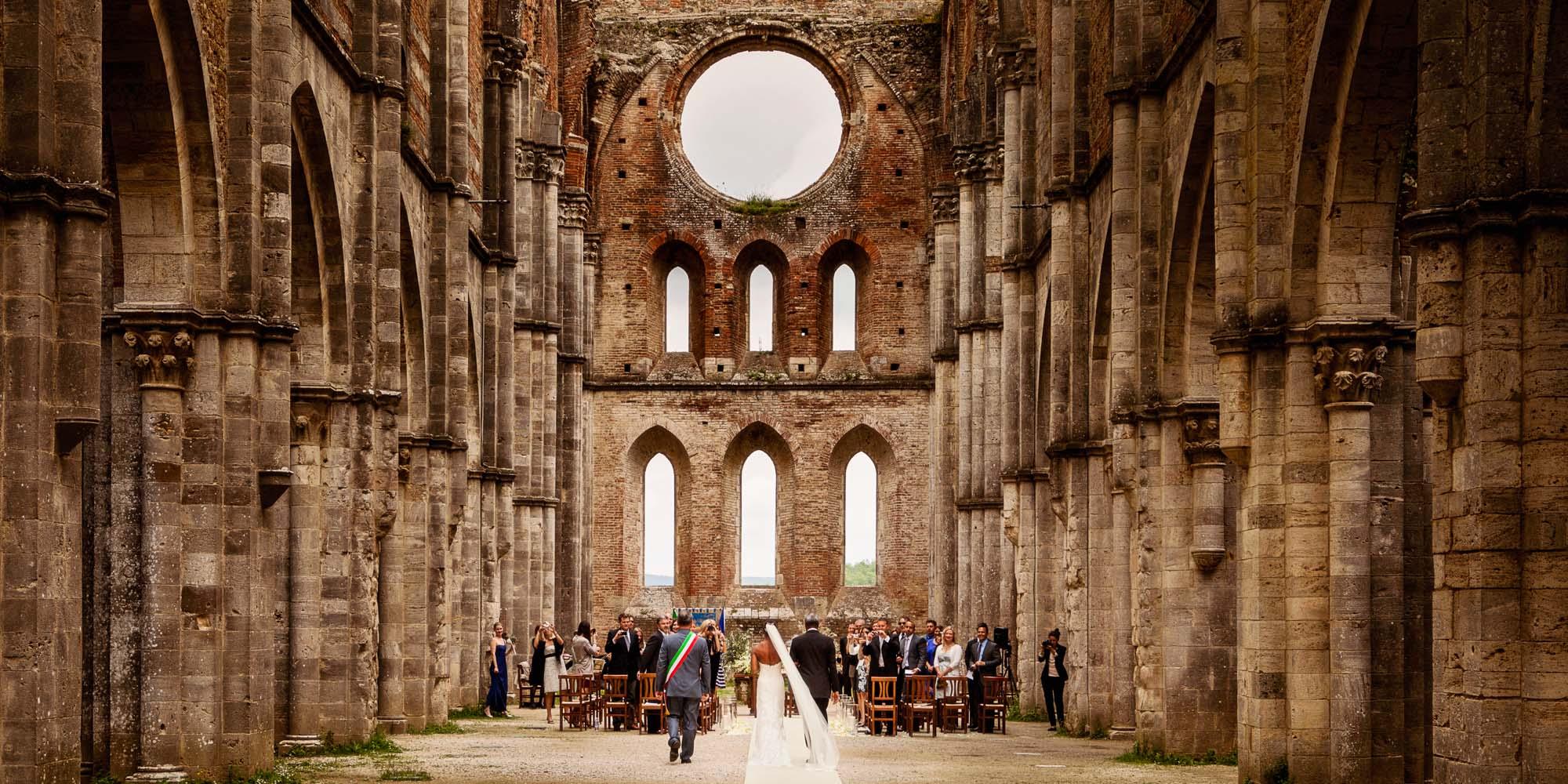 Matrimonio Nella Toscana : Nozze ganze tutto per sposarsi in toscana abbazia di san